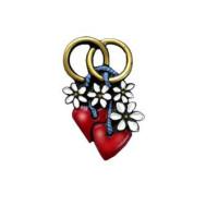 Hochzeitsringe und Herzen